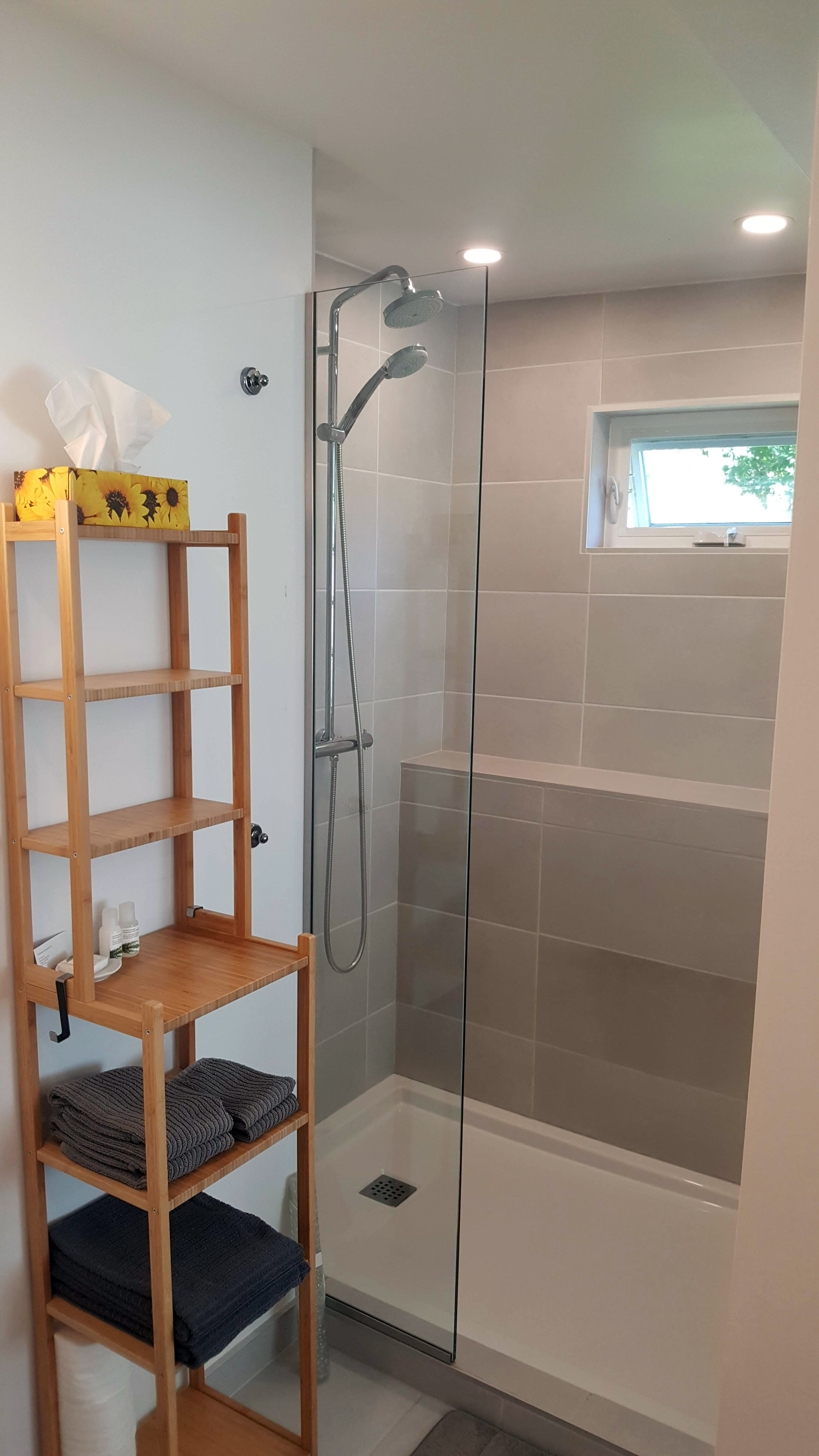 MimosaBnB shower
